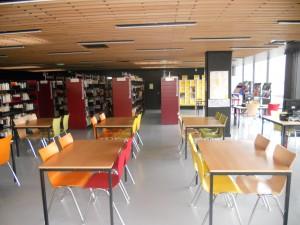 CDI : tables et étagères